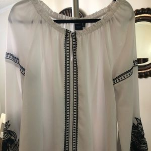 Kaari Blue off white blouse. Size large.